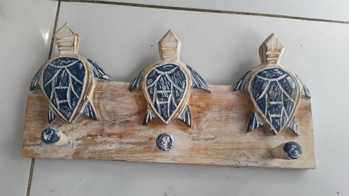 wooden hanger turtle