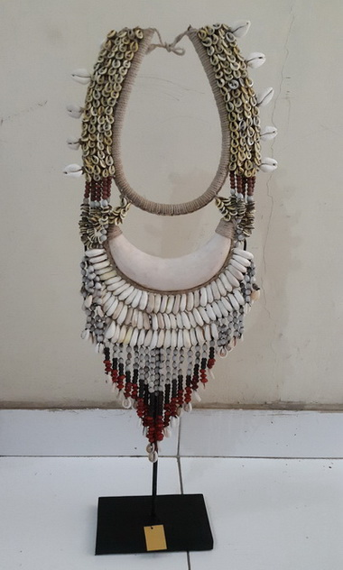 papua shell necklace